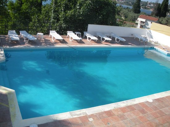 Emy Hotel: piscina