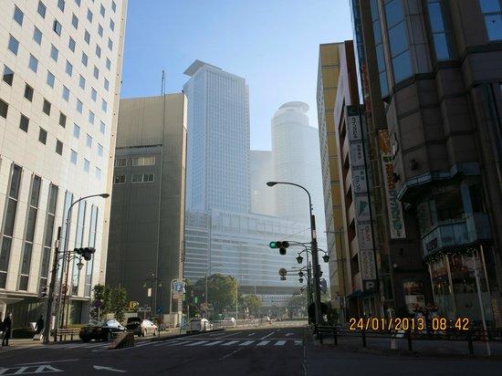 JR Central Towers : 矗立在晨霧中JR中央雙塔