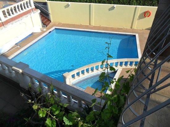 Miramar Hotel : pool and jacuzzi