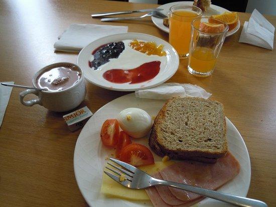Hotel Cabin: Desayuno