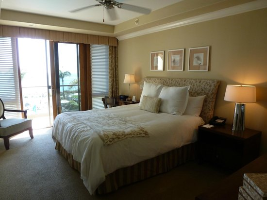 Dolphin Bay Resort & Spa: master suite