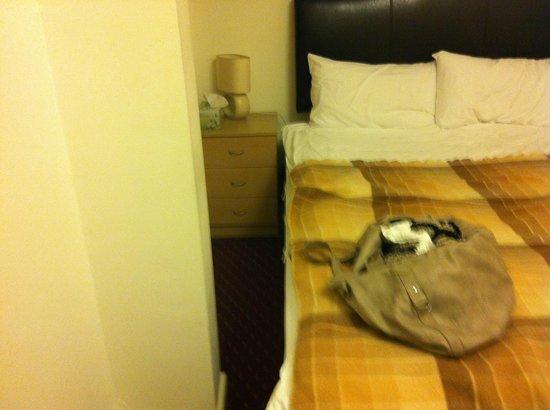 North Shore Hotel : Tiny bedroom