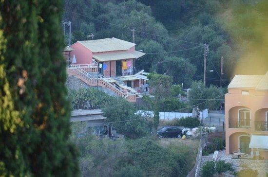 Korina Apartments: photo de l'hotel prise de loin