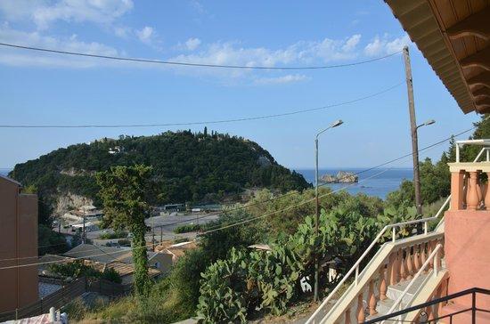 Korina Apartments: vue du balcon de la chambre