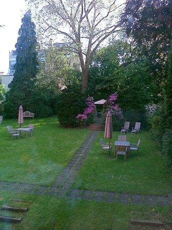 BEST WESTERN PLUS Park Hotel Brussels: Giardino interno