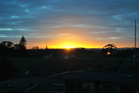 Ibis budget Auckland Airport: Sunrise from the room