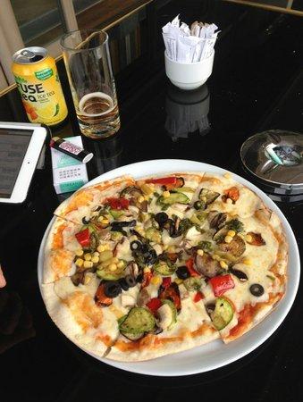 The Marmara Sisli: Fabulous Pizza at the cafe lobby lounge