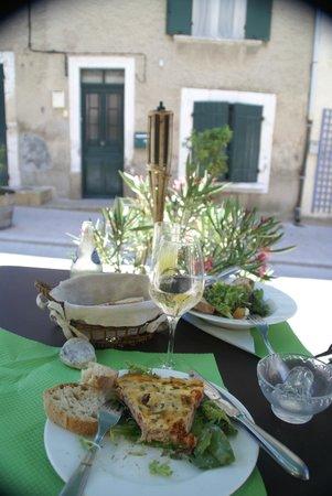 Hotel Restaurant l'Arbre de Mai: Yummy tarte thon/tomates cherise