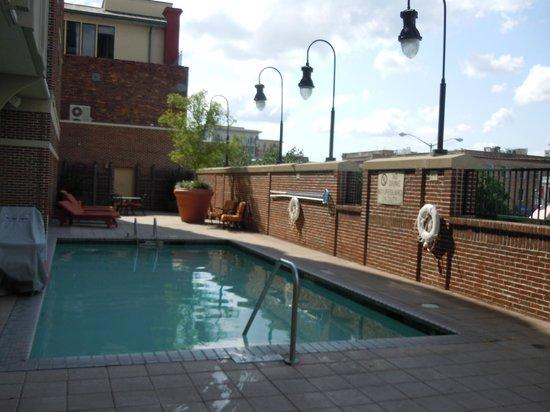 Hilton Garden Inn Savannah Historic District: Pool area