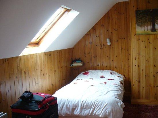 Devane's B&B : Top floor bedroom with ocean view