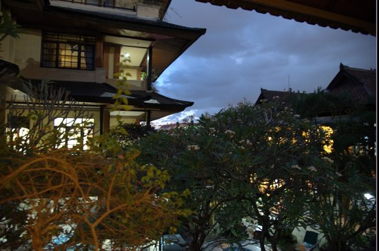 Bali Segara Hotel: Courtyard