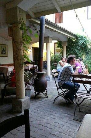 Gasthaus Goldmarie: Внутренний двор