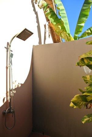 The Secret Garden at Otres Beach: Open air shower (!)