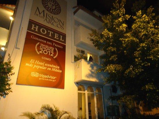 Mision de los Arcos: Hotel