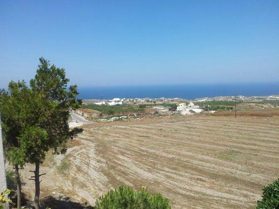 Costa Marina Villas: Vista do quarto para o lado leste de Santorini