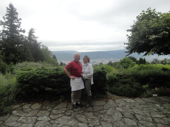 Baudelys: Jean et Sandrine et vue au terrasse
