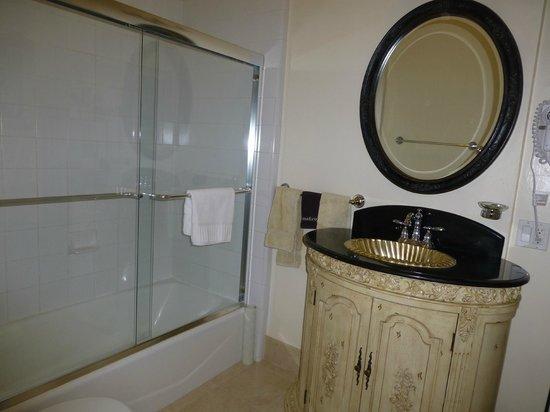 Washington Square Inn : bathroom