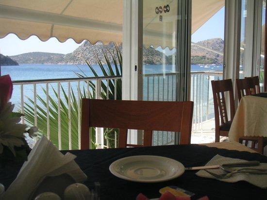 Hotel Tolo: Breakfast/Restaurant view