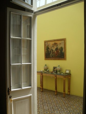 Residencial Miraflores B&B: OLD CLASSIC COLONIAL DOORS