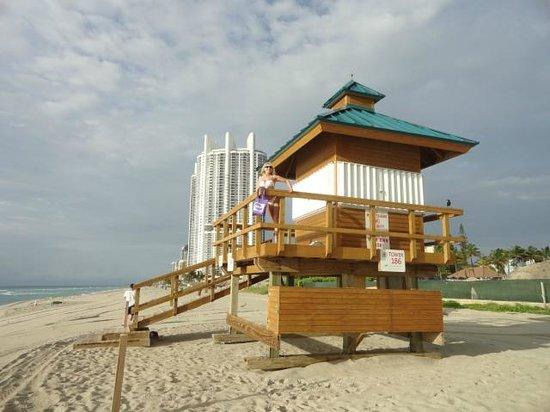 Trump International Beach Resort: Sunny Isles Beach...con el Trump de fondo....
