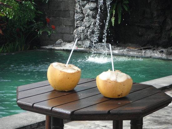 Pondok Bali Beach Front: cool & refreshing poolside