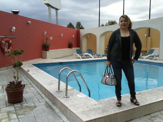 Holiday Inn Puebla La Noria : Vista parcial de la alberca ubicada en el segundo piso del Hotel Holliday Inn La Noria