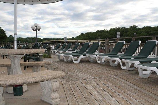 Summerset Inn Resorts and Villas: Poolside Sun Deck
