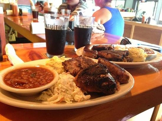 Mainely Meat on Main : tons of lovely BBQ & beer too!