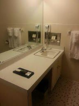Milwaukee Athletic Club: Bathroom from the Kennedy Admin.