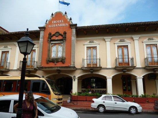 Hotel Alhambra: Fachada del hotel.