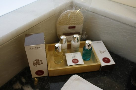 The Sofa Hotel: bathroom amenities