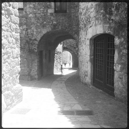 Pals, España: the small streets are so atmospheric.