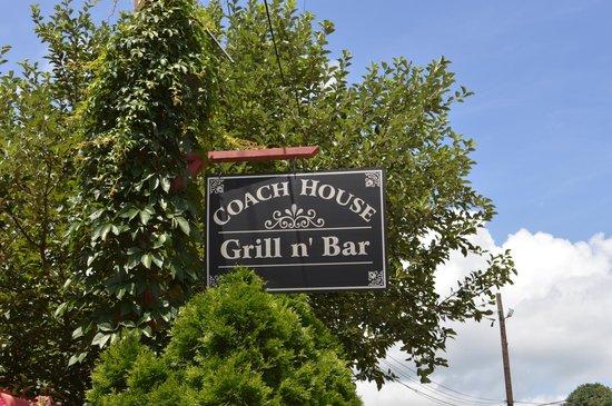 Coach House Grill n' Bar: Sign