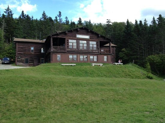Moosilauke Ravine Lodge: View of the lodge