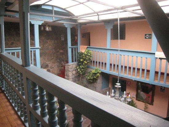 Hostal Suecia I: Second-floor balcony