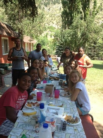 Stoney River Lodge: Our last group breakfast at 2 eagels