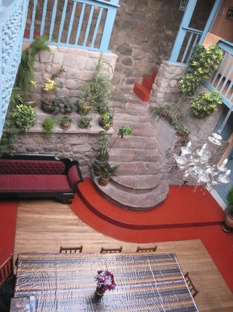 Hostal Suecia I: Stairs to second floor
