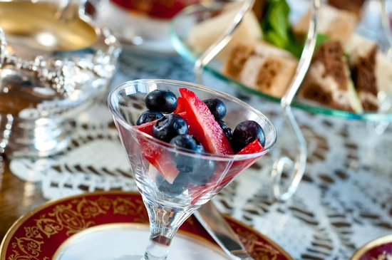 Union Club British Columbia : Seasonal Berries at Breakfast
