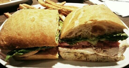 Lake Country Grill: chicken club