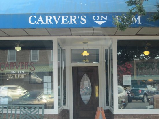 Carver's: Right at the cute town's center
