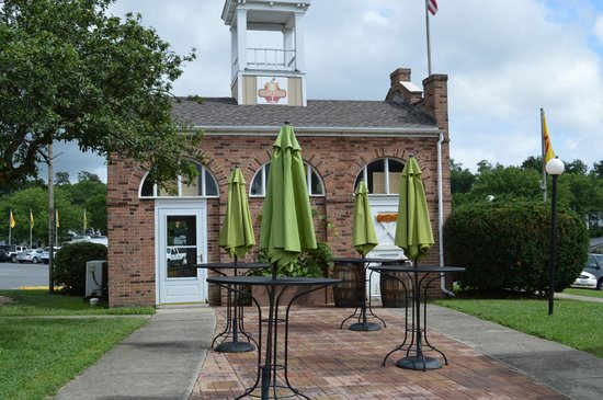 Harpers Ferry KOA: Grapes and Grinds - Coffee Shop & Wine Tasting