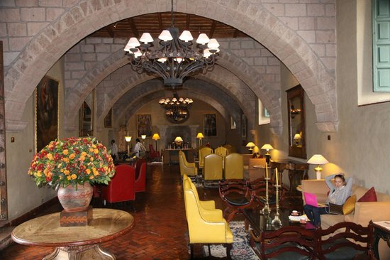 Belmond Hotel Monasterio: Bar/ Lobby waiting area