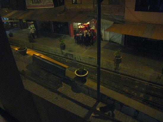 Hostal Varayoc: Train tracks outside our window