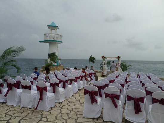 Negril Escape Resort & Spa: ceremony setup