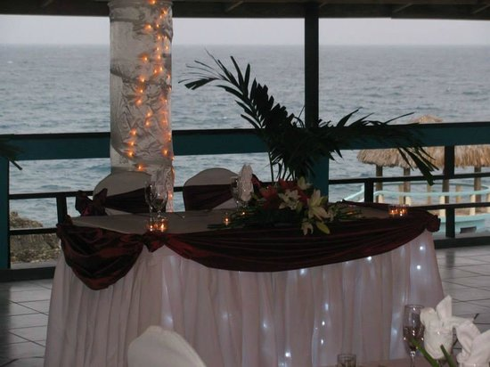 Negril Escape Resort & Spa: Sweetheart table in the covered, open air ballroom