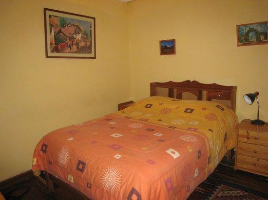 KB Tambo Hostal: Second-floor garden view room