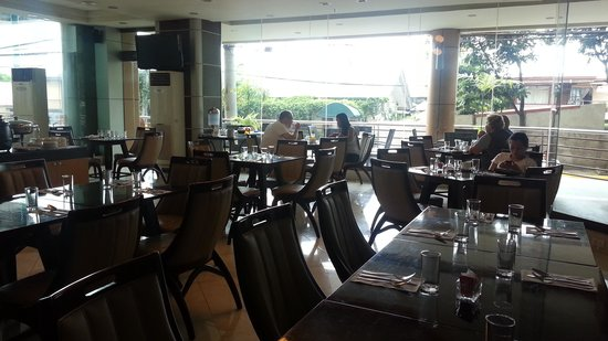 Sarrosa International Hotel and Residential Suites: dining area