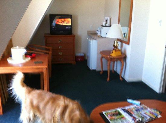 Quality Inn & Suites Beachfront: living room