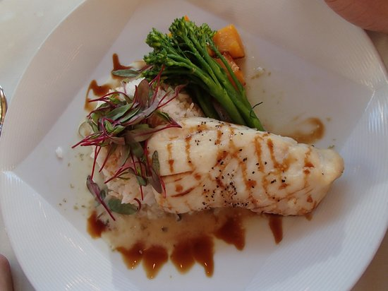Brooks' Bar & Deck at Edgewood Tahoe: Fresh catch of the day, Halibut