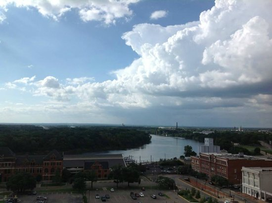 Renaissance Montgomery Hotel & Spa at the Convention Center: Be sure to get a river view!